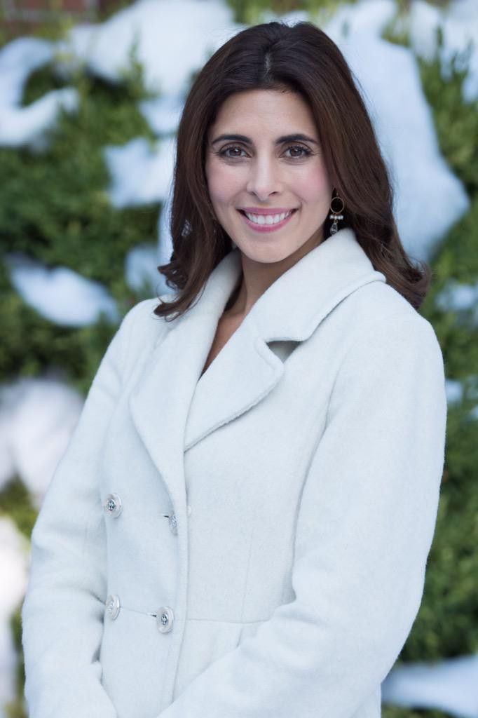 The Christmas Note.Actress Jamie Lynn Sigler Wearing Brooklyn Designs Jewelry