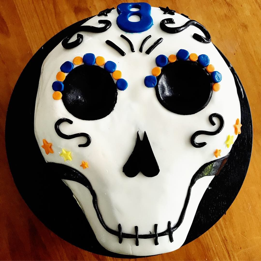Sugar skull fondant cake Sweets treats, Cake, Sweets