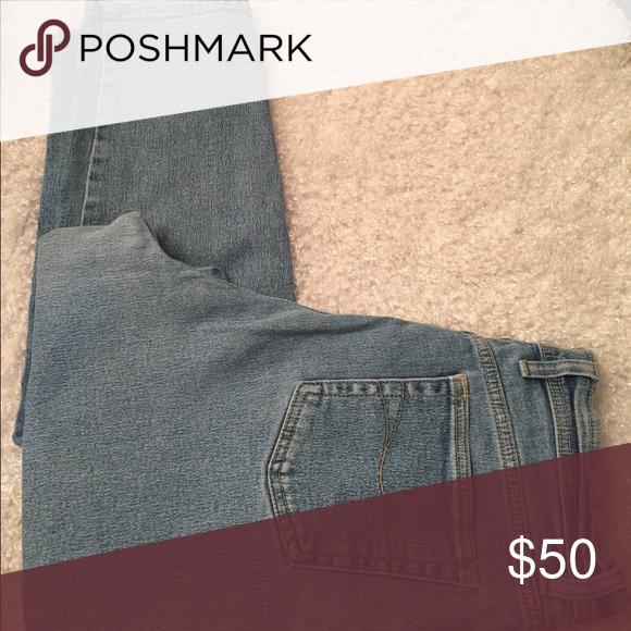"Vintage Acid Wash Gloria Vanderbilt Jeans Hi-Waist 💚 High Waist Vintage Gloria Vanderbilt Stretch Jeans.                     Size 14 Medium.       98% cotton - 2% spandex.                     WAIST: 15.75""                                                                   LENGTH: 40""   INSEAM: 29""                                                                           RISE: 12.5"".                                                                                LEG OPENING: 6"" Gloria…"