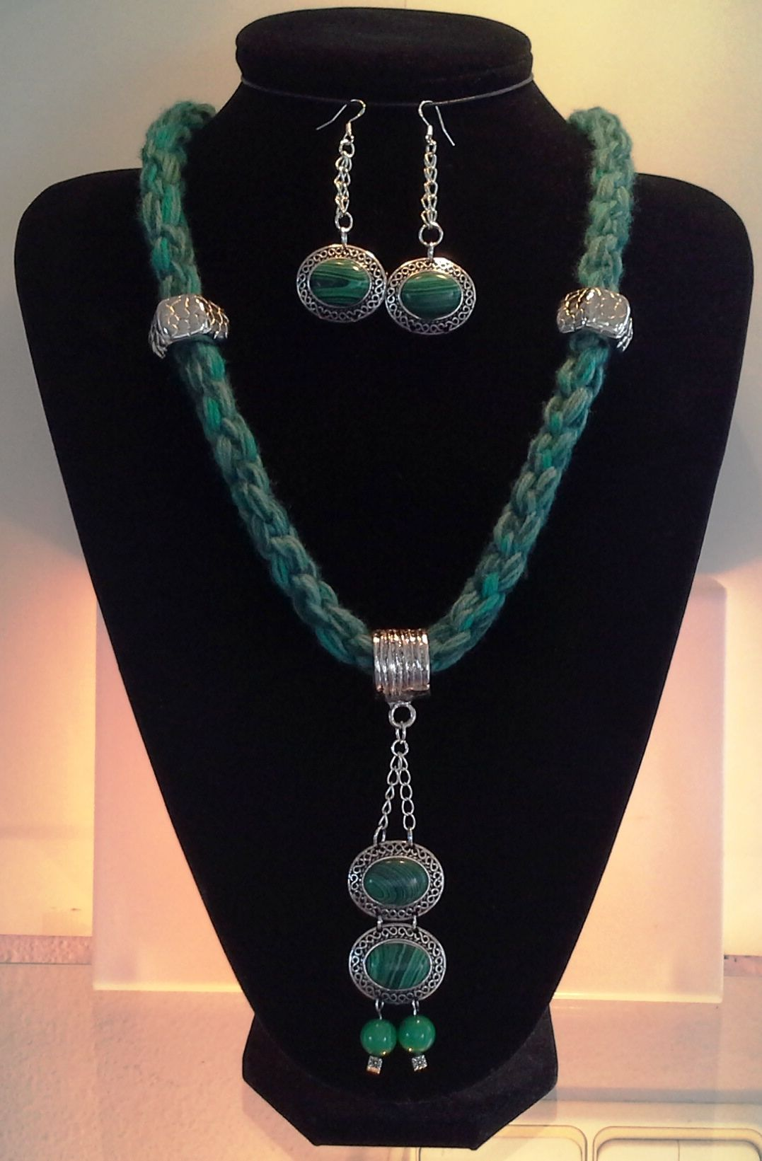 8 warp round honeycomb variegated green virgin wool kumihimo braid necklace with malachite pendant n matching earrings