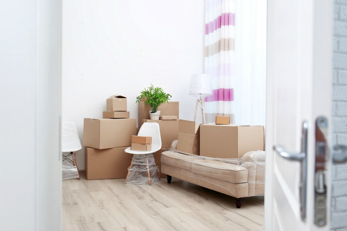 Essential Tips For Decluttering When Moving With Free