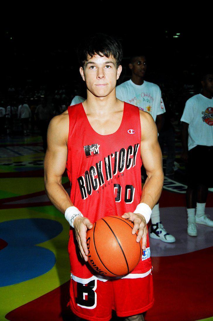 Marky Mark s'est également impliqué dans de nombreux matchs de basketball MTV Rock N 'Jock.   – MARKY mark