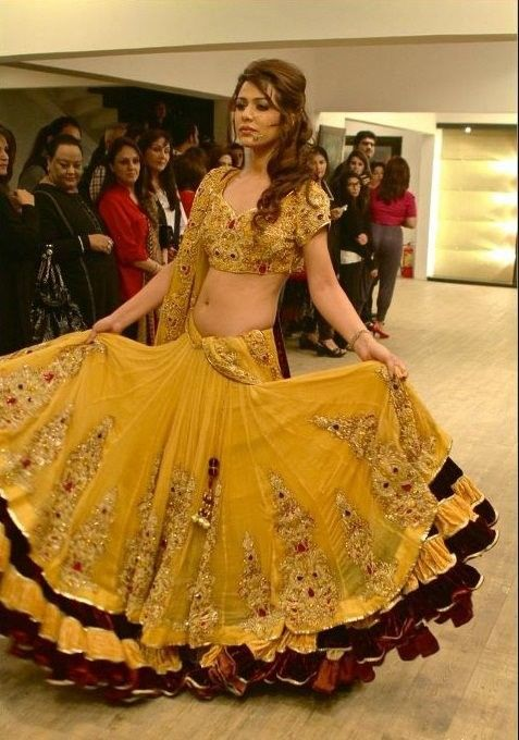 Lehenga For Mehndi Ceremony : Indian bridal dresses wedding