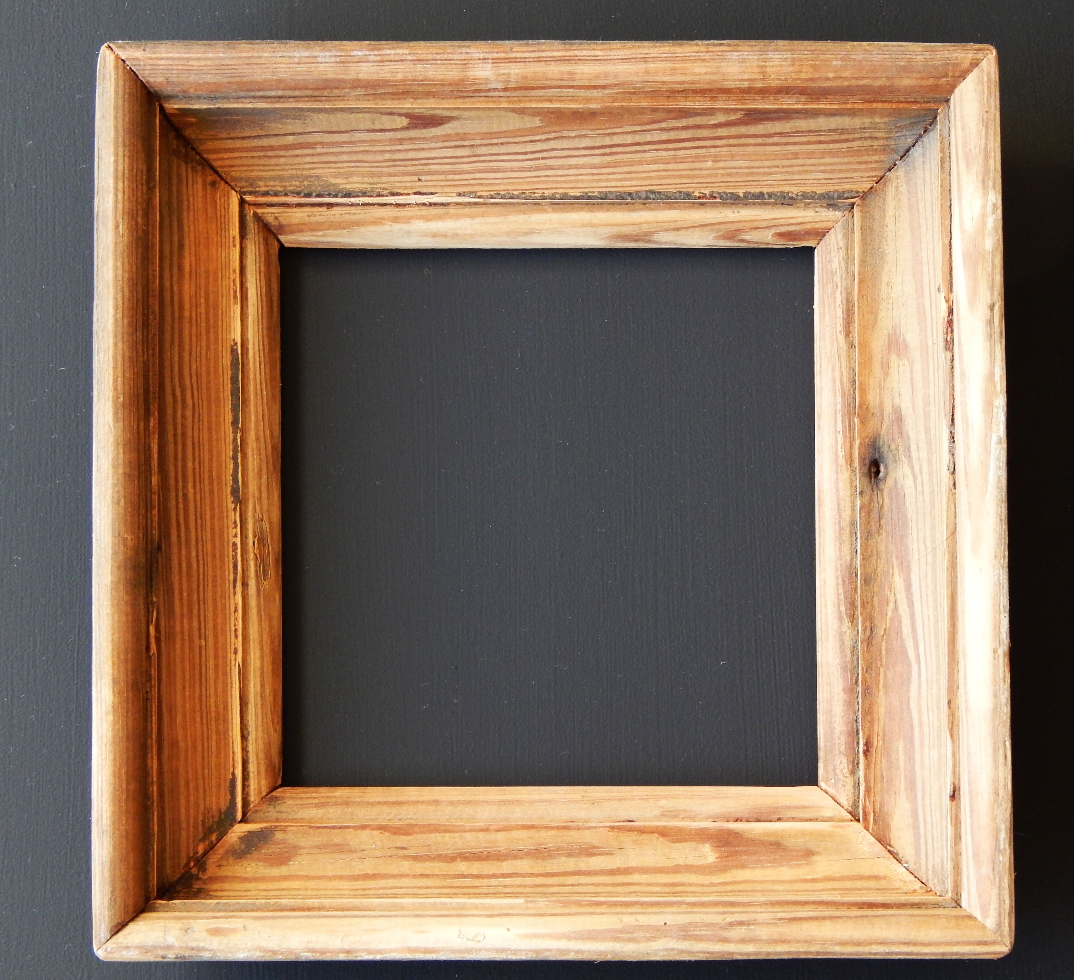 Marcos de madera pinotea objetos con pasado mesas espejos marcos pinterest - Marcos de madera ...