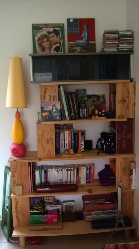 Diy Bibliotheque En Planches De Bois Et Caisses A Vin L