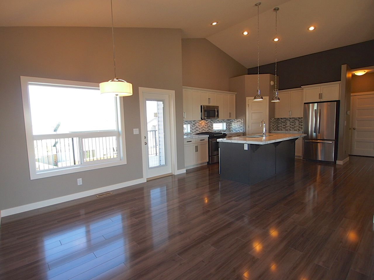 White Kitchen Laminate Flooring Laminate Flooring Two Toned Kitchen With Artic White Cabinets And