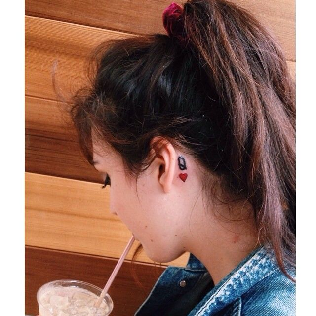25 Subtle Behind The Ear Tattoos That Are Absolutely Perfect Elite Daily Behind Ear Tattoos Queen Of Hearts Tattoo Heart Tattoo