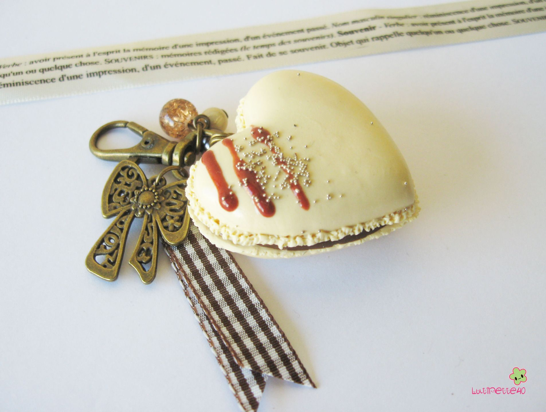 porte clef macaron cœur vanille XXL fimo PCG41 bijou de sac gourmand : Porte clés par lutinette40