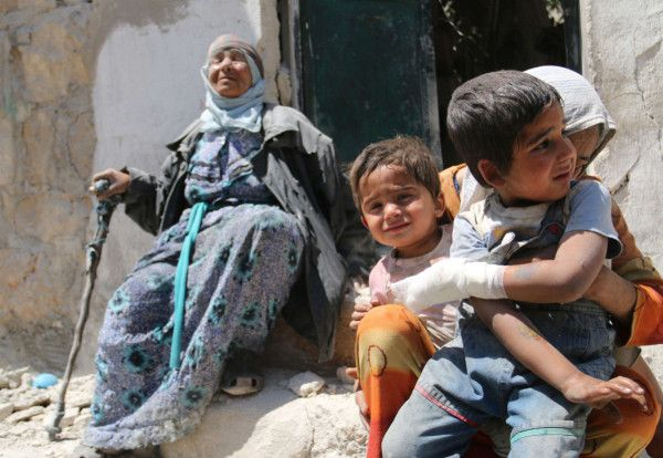 PHOTO: Mother comforts her children after bombing in Sahour, Aleppo 12 May(2). #Aleppo #SyrianCivilWar