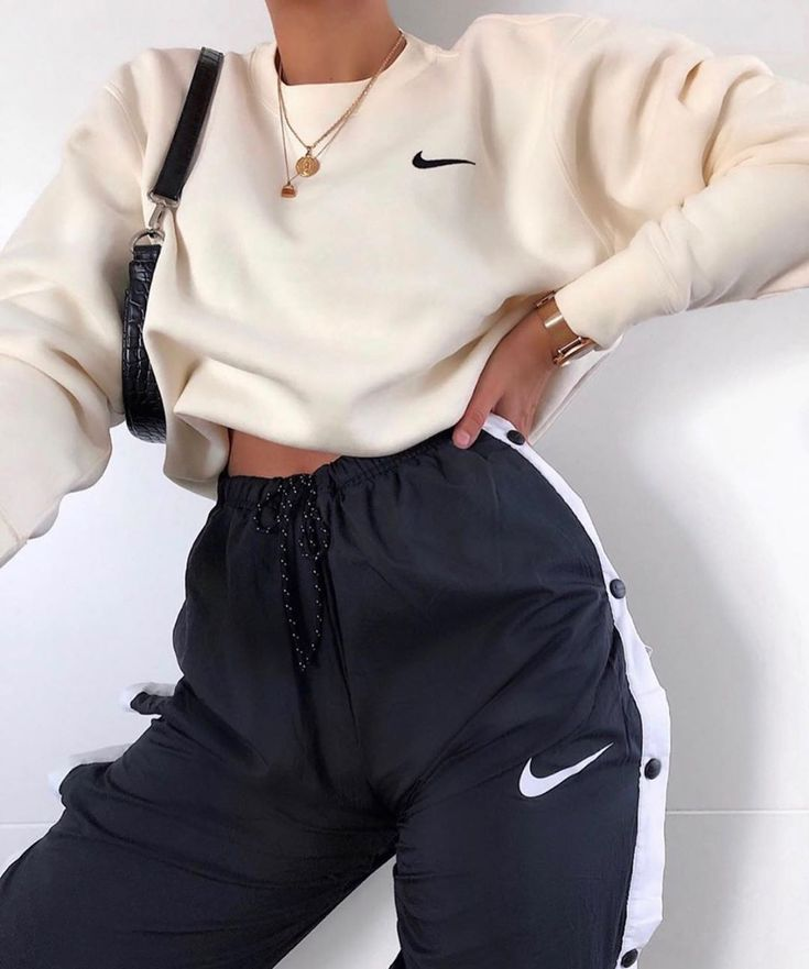 Izquierda O Derecha Cred Anzeige Con Imagenes Ropa Nike Mujer Moda De Ropa Ropa De Moda