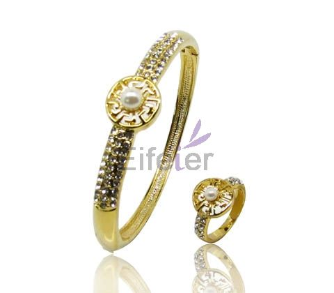 Mignon sweet bangle flower shape with pearl in middle as the stamen shiny for lovely girl