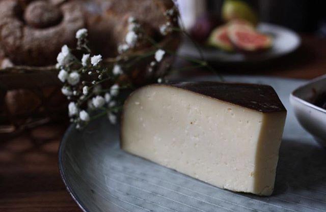 Neu im Shop: Kleeblatt Gouda. Zeer smakelijk #fonduecheese