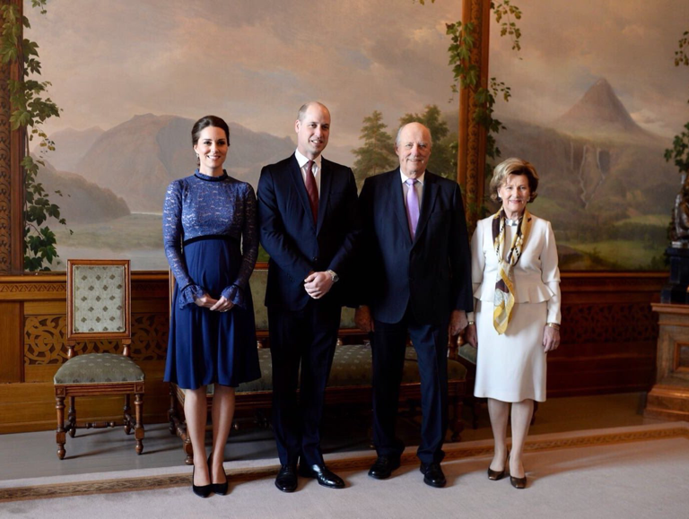 The Duke and Duchess of Cambridge are welcomed to Norway by the Norwegian Royal Family  #RoyalVisitNorway via: @KensingtonRoyal 1 Feb 2018 Via Twitter