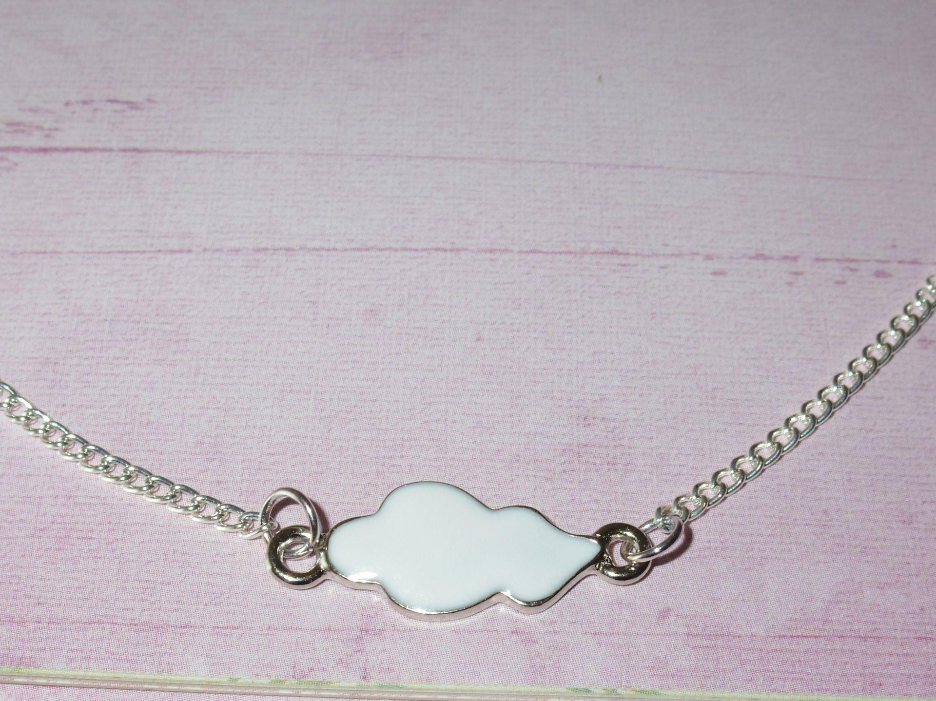 """Collier """"collection nuages"""" : petit nuage blanc : Collier par pinkchoco"""