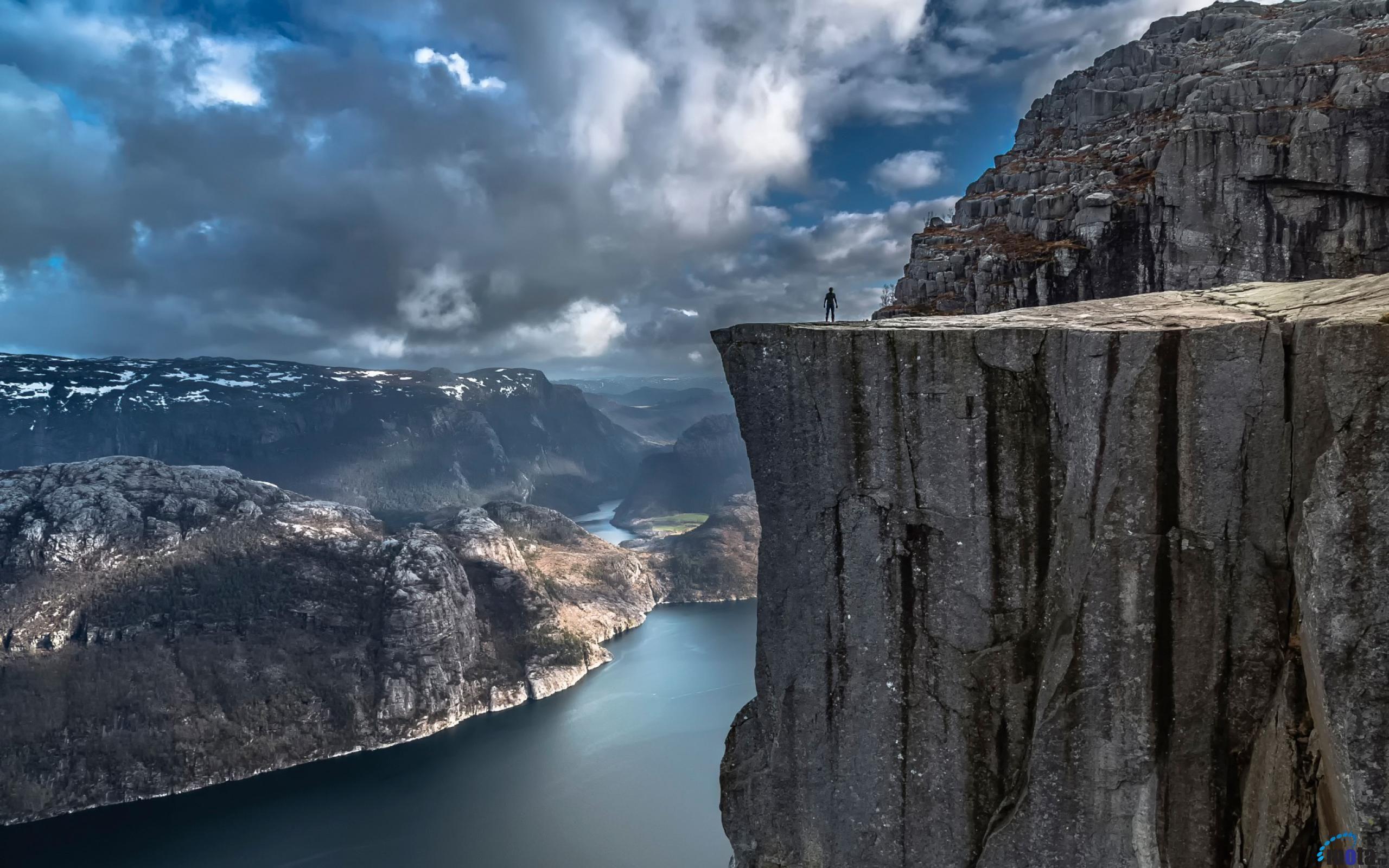 фото отвесных скал