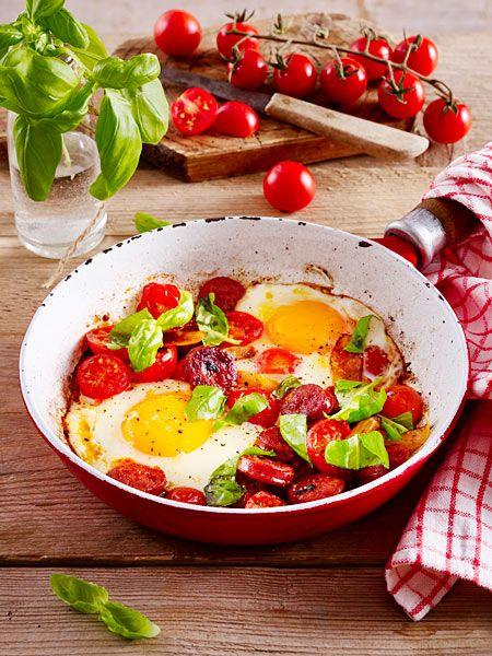 power fr hst ck mit eiern chorizo wurst und tomaten rezept fr hst ck die besten rezepte. Black Bedroom Furniture Sets. Home Design Ideas