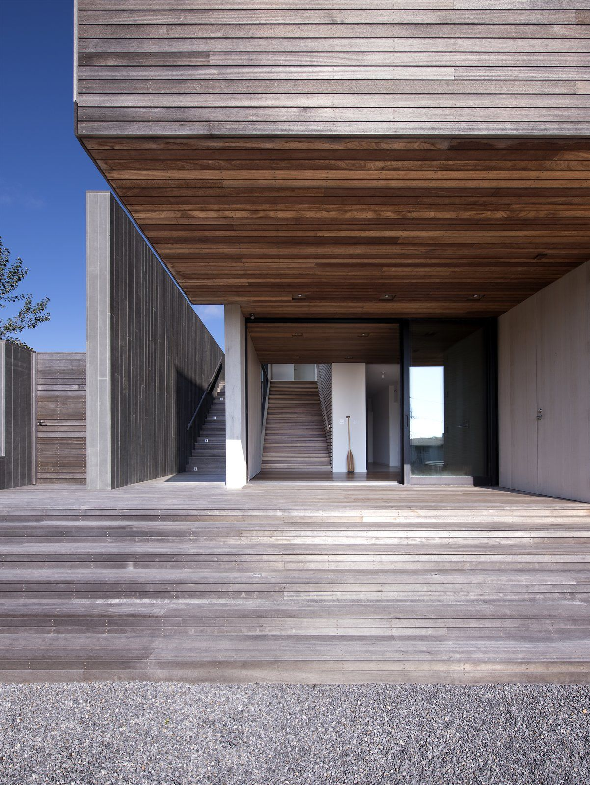 Photo 2 Of 6 In A Montauk Vacation Home Finds Common Ground With Its Architect Modern Architects House And Home Magazine