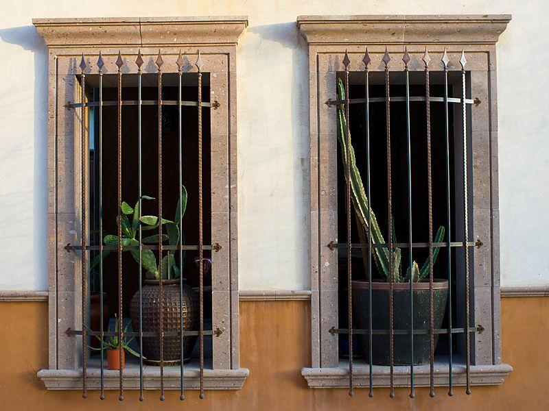 Cantera Window Surrounds Ventanas Casa De Pueblo Puertas Ventanas