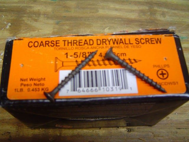 Coarse Drywall Screws Speed Up The Process Of Hanging Sheetrock On