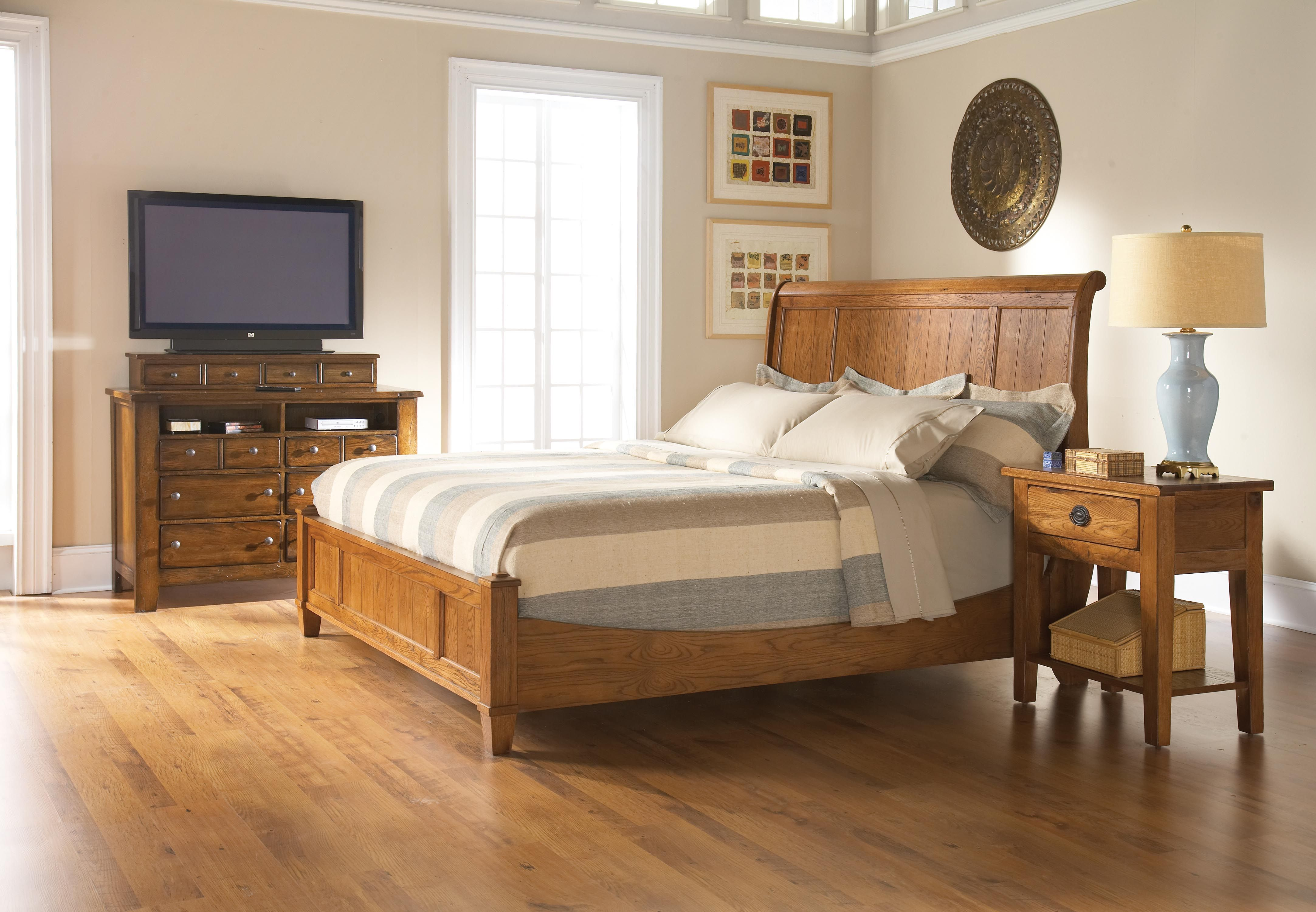 Best Broyhill Attic Heirlooms King Sleigh Bed Br With Images 400 x 300