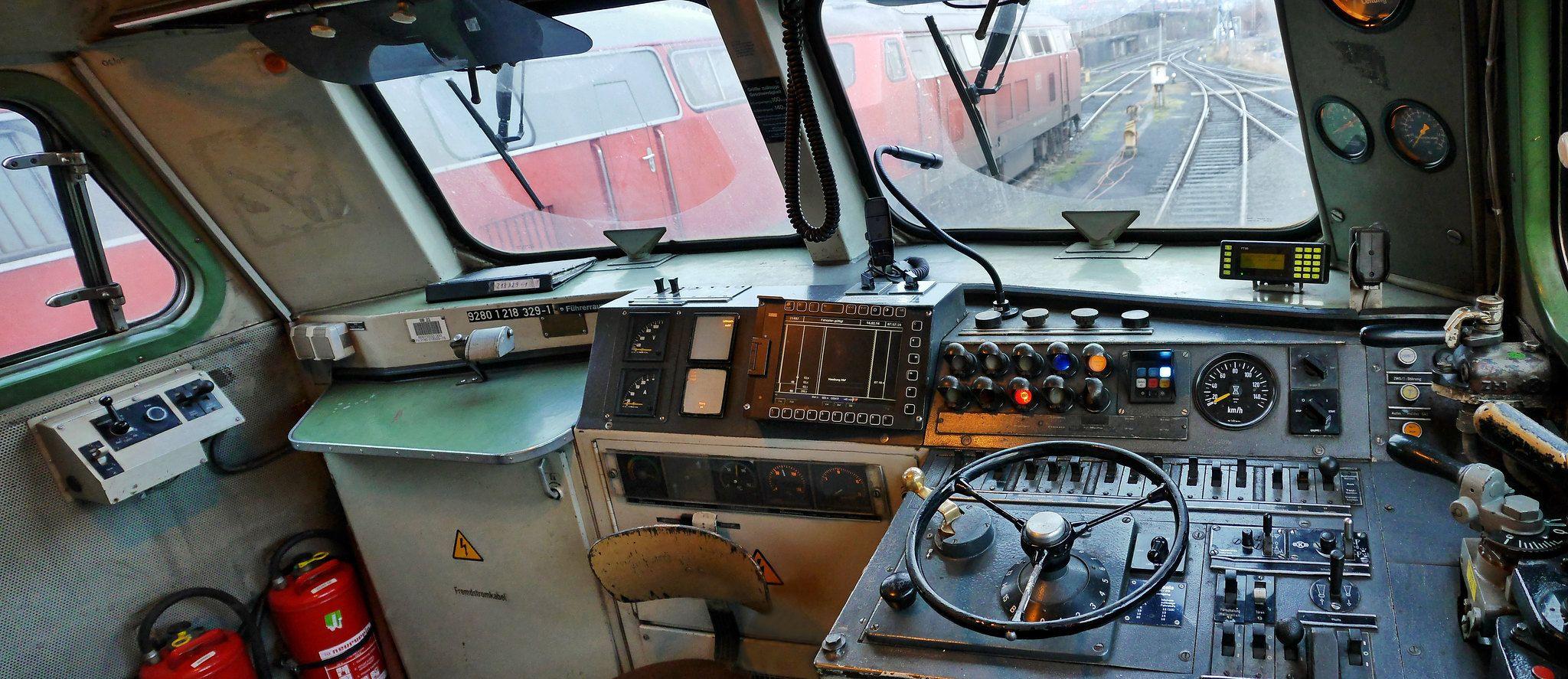 Fuhrerstand Baureihe 218 Train Train Tracks Cab