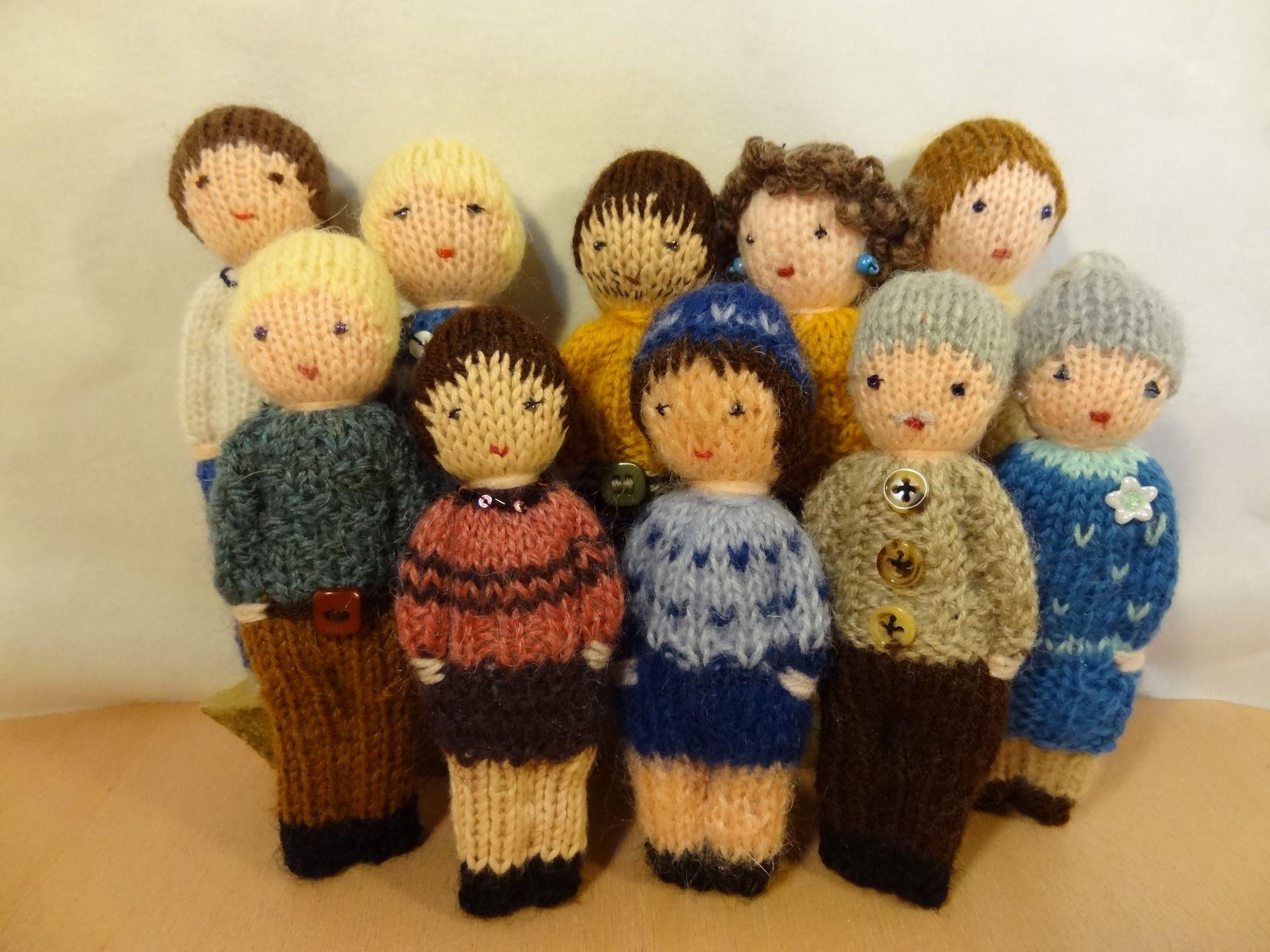 jouet traditonnel lot de 2 petites poup es tricot es en laine les adultes jeux jouets par. Black Bedroom Furniture Sets. Home Design Ideas