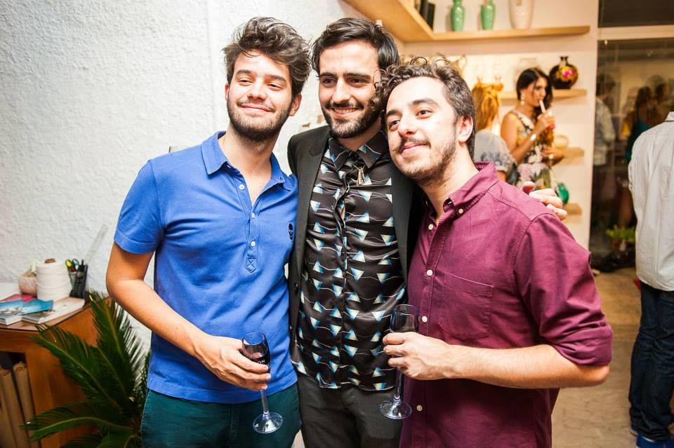 """No evento de lançamento de """"O Chef e a Chata"""" teve muita flor bonita, doces cheios de afeto, comidinhas deliciosas. Teve muita gente linda, muito papo legal. Também teve muita emoção e muito, mas muito amor. Enfim, adoramos! Confere aí, comenta, tagueia, compartilha!  Fotos: Pedro Gontijo, 2014. #chatadegalocha #moldandoafeto #casamangabeiras #chagelado"""