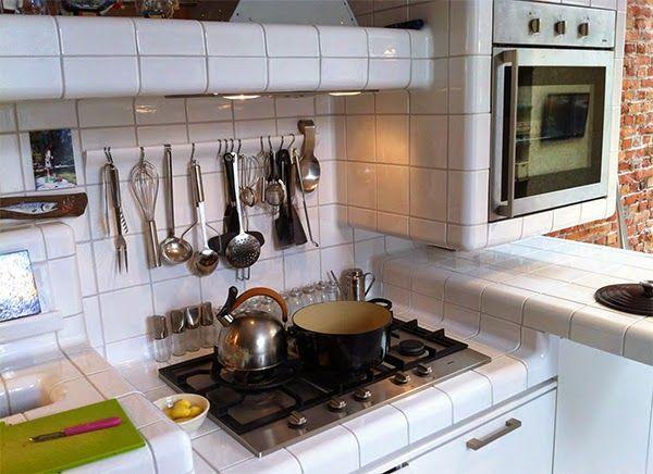 Piano cucina in muratura rivestito in piastrelle cucina e ceramica