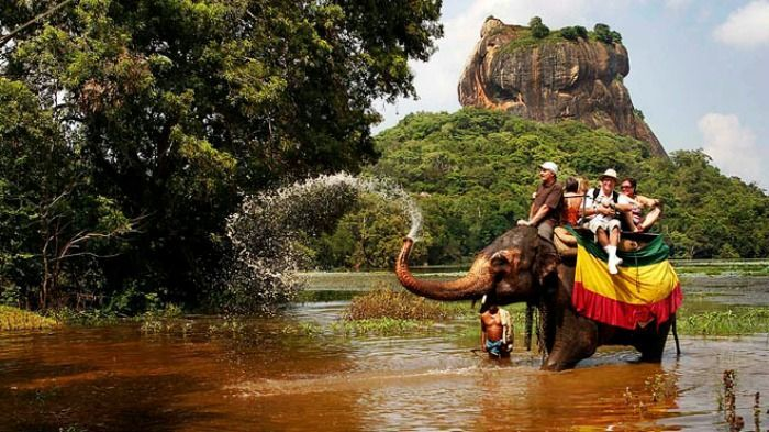 Srilanka Tourism www.sereneapartment.com Email: susan@serenevacation.com Hotline : +94 77 775 1788