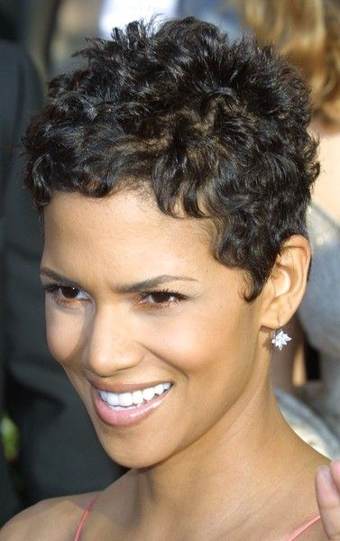 Halle Berry Hairstyles Curly Pixie Haircuts Short Hair Styles Short Curly Pixie