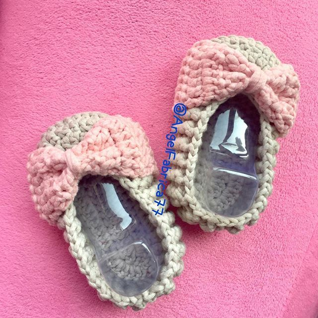Pink and Bow  for my new niece  #pink #crochet #crochetlove #crochetshoes #babyshoes #babyshower #etsy #handmade