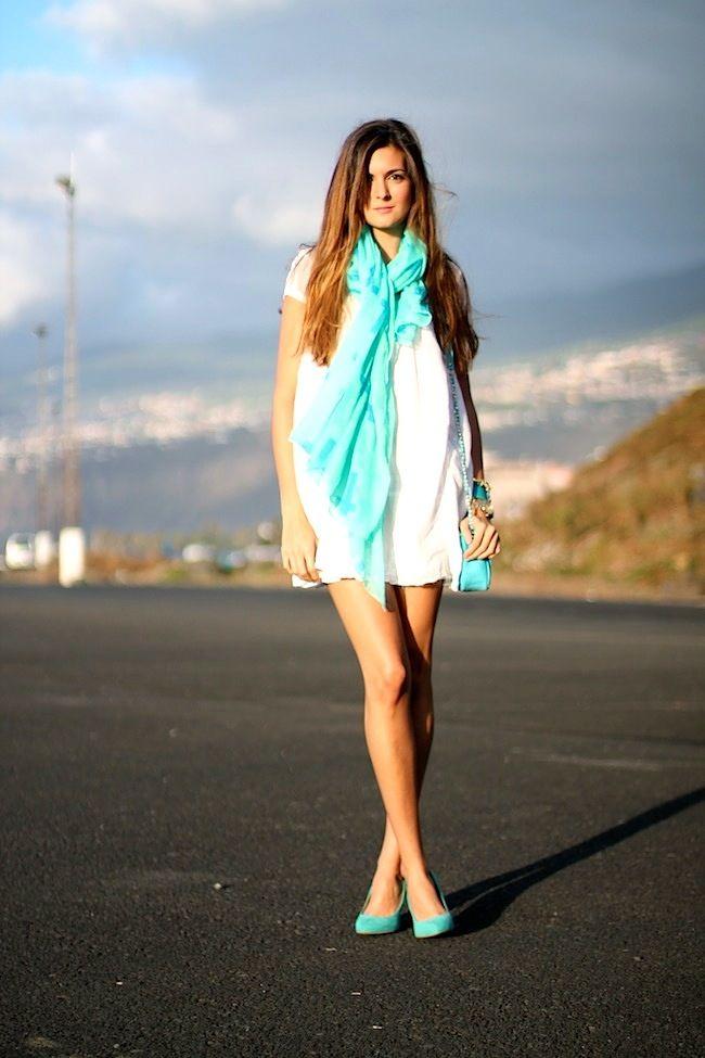 Dress: Natura Shoes: Zara Bracelets: Link & Love Bag: Imperio Clandestino Scarf: Link & Love