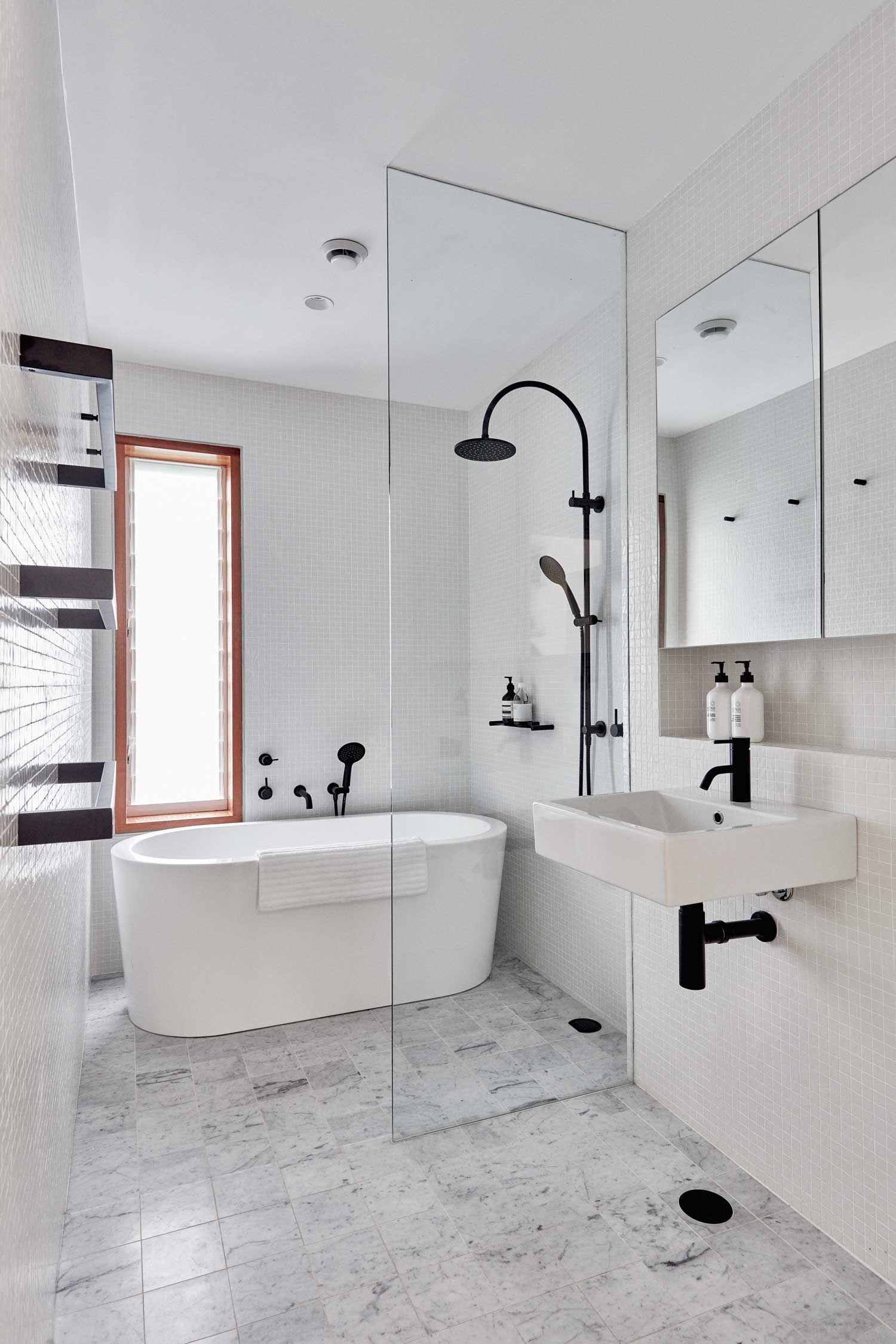 Photo of 10x mooie badkamers met een zwarte douche van pinterest
