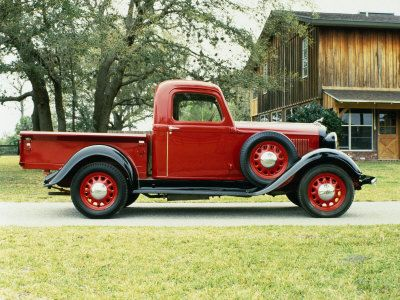 1935 Dodge ~ so miss the distinctive shapes of wheel wells and such that lent character to the vehicles