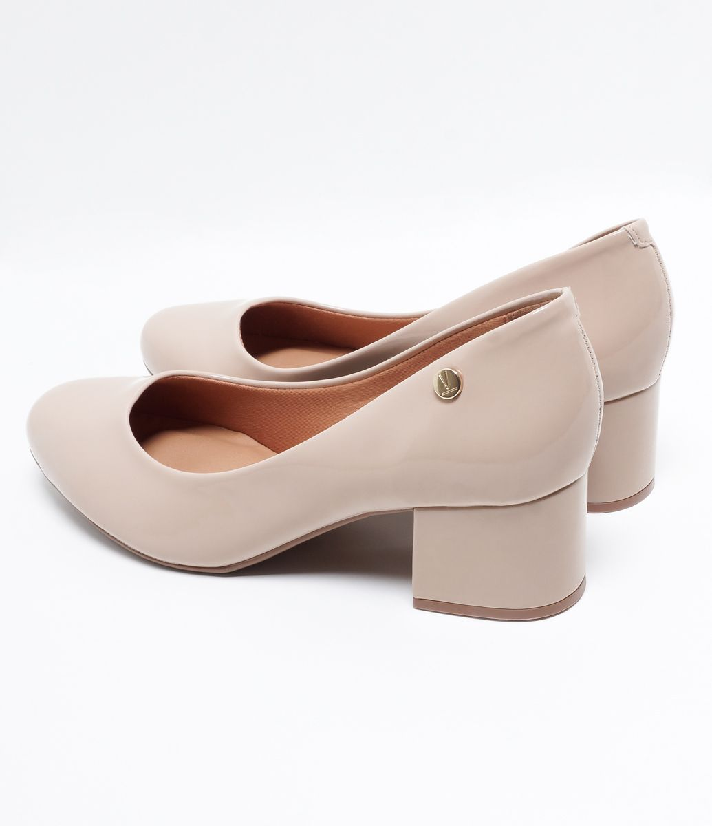 c4c0435ec4 Sapato feminino Modelo scarpin Bico redondo Salto médio Marca  Vizzano  Material  sintético COLEÇÃO VERÃO 2018 Veja mais opções de sapatos  femininos.