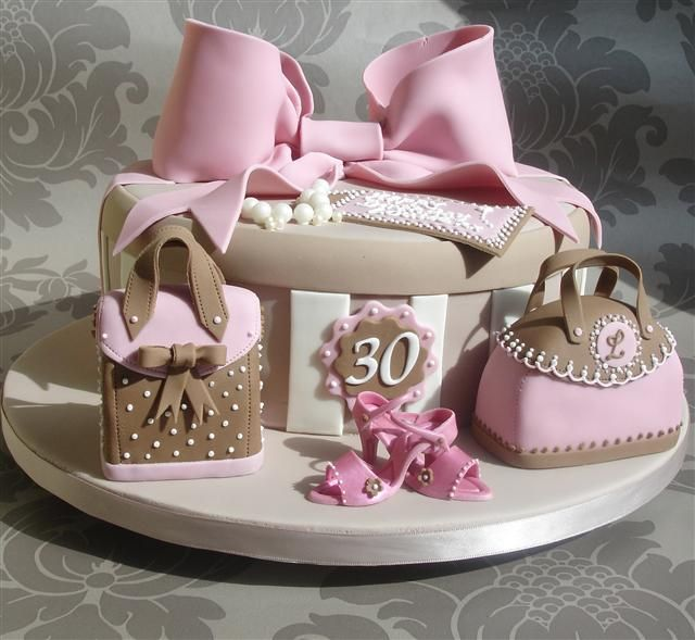 pink hatbox lovethis designer cakes cupcakes. Black Bedroom Furniture Sets. Home Design Ideas