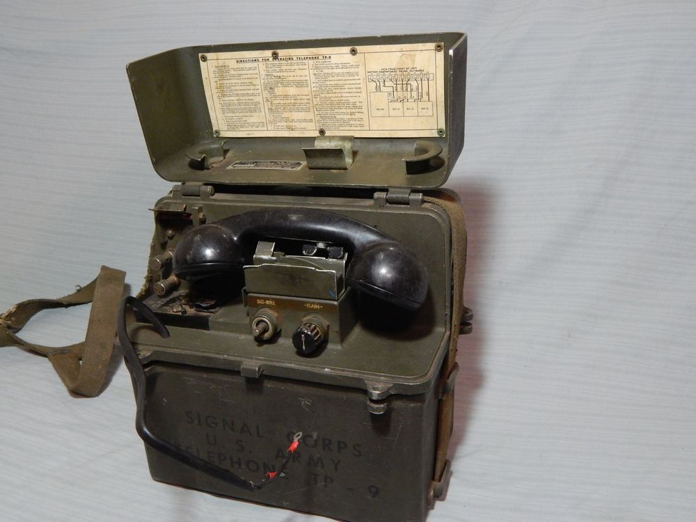 WWII US Army Signal Corps Field Phone TP-9