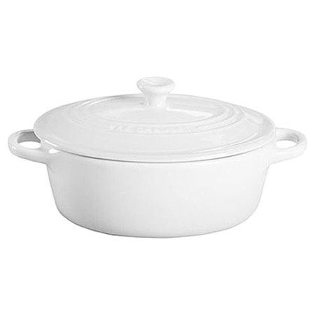 Perfect for serving dips and salsas, this essential petite oval casserole makes an essential addition to your bakeware collection.