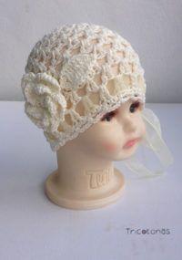 Gorro para bautizo crochet Un gorro con hilo de algodón y con ligero brillo  para bebé. 2ad99c096f8
