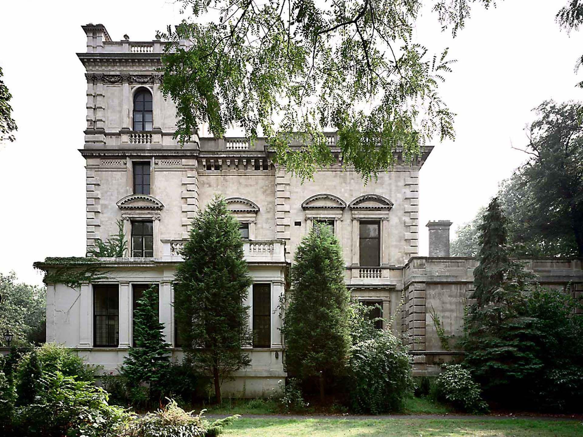 c5ba2769ffe333abffdd1dfe23cfe72d - Kensington Palace Gardens London Real Estate