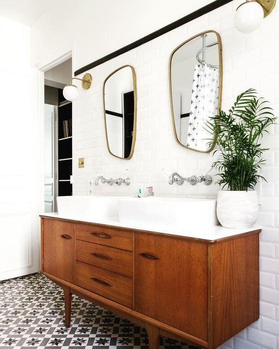 """www.marionalberge.com on Instagram: """"Salle de bain de mes rêves, enfin réalisée pour des clients, dans un style rétro new-yorkais ! Chantier Paris 6, architecture d'intérieur…"""""""