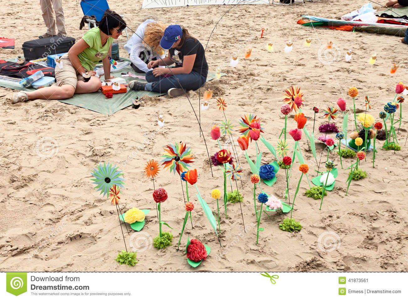 Parterre De La Fleur De Papier Sur La Plage 41873561 Jpg 1300 957 Fleurs En Papier Fleurs Parterres