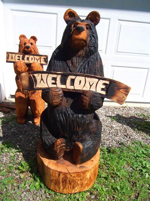 Bear on log commission for christmas at karl barker chainsaw