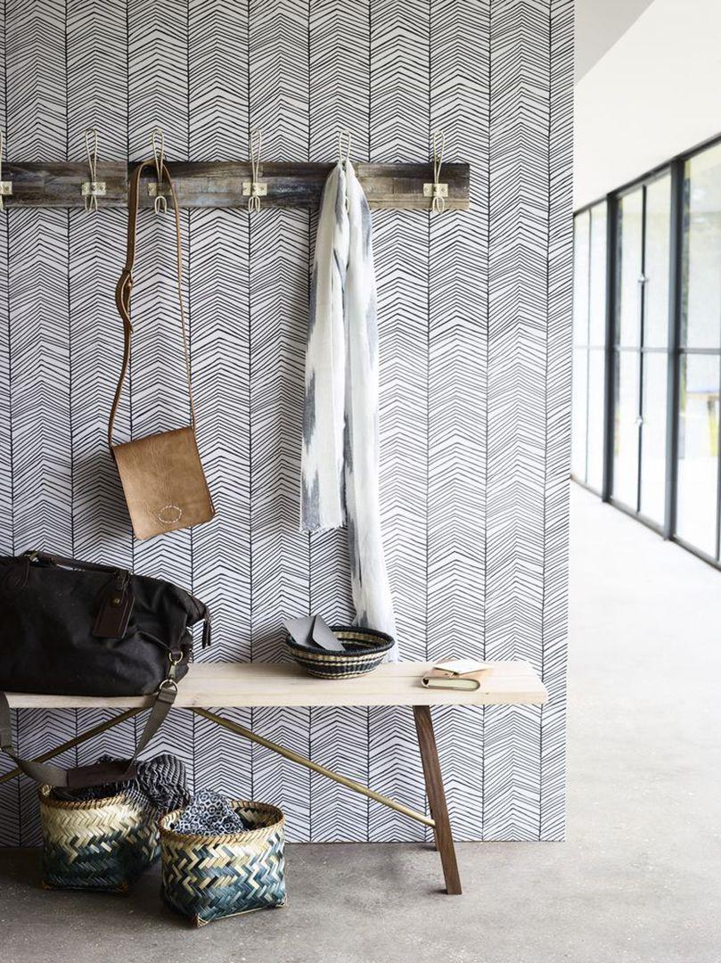 Inspiratieboost: versier je hal met grafisch behang in zwart-wit - Roomed