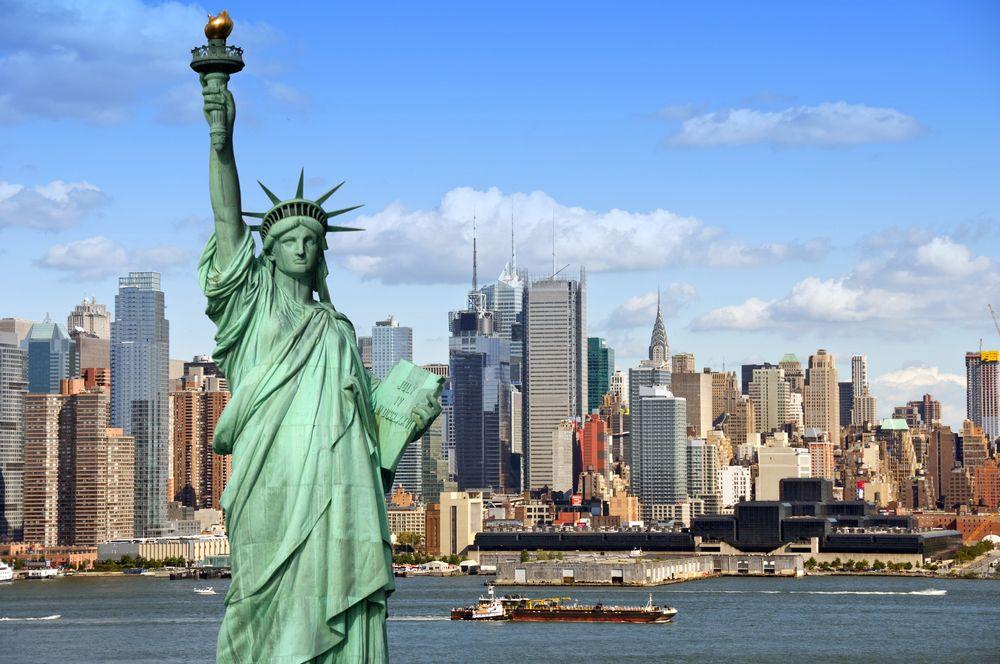 New York Skyline Mit Freiheitsstatue Con Imagenes Estatua De