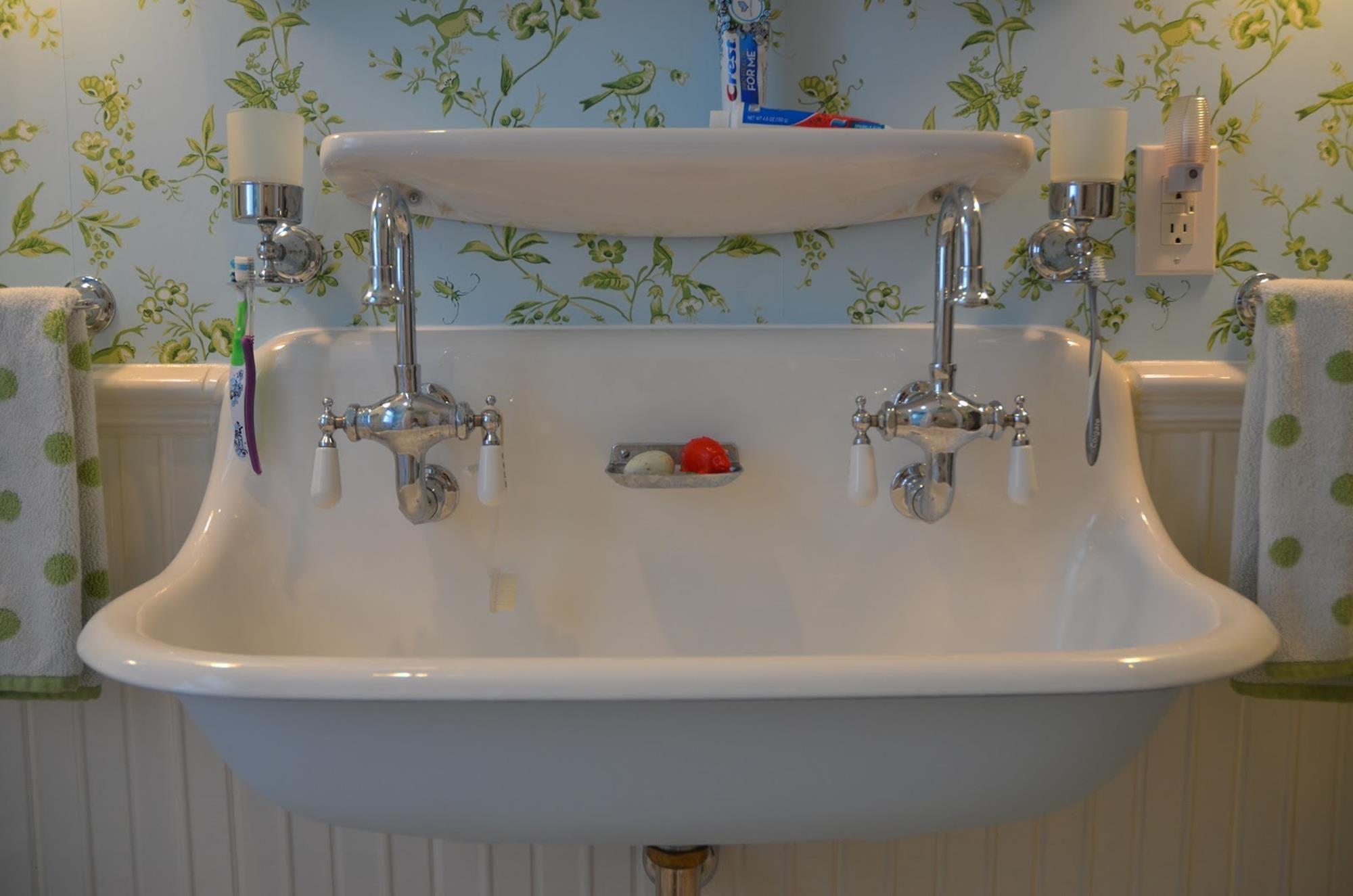 Farmhouse Style Bathroom Sink Ideas 25 In 2020 Vintage Bathroom