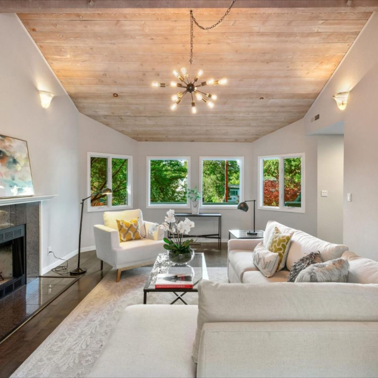 20 Bishop, Menlo Park, CA 94025 - $2,995,000 4 Beds   3 Baths   2,650 Sq. Ft.  Courtesy of : Billy Mcnair - Compass  For questions or for private showing contact: Carolyn Botts Compass P: (650) 207-0246 E: carolynb@apr.com  #homeforsaleinMenloPark #homesforsale #MenloParkHomes #realtor #compass #realestate #luxuryrealestate #realestateagent #dreamhome #milliondollarhomes #realestatemarket #homes #findhome #beautifulhome  #housingmarket #siliconvalleyhomes  #carolynbotts #carolynbottsrealtor