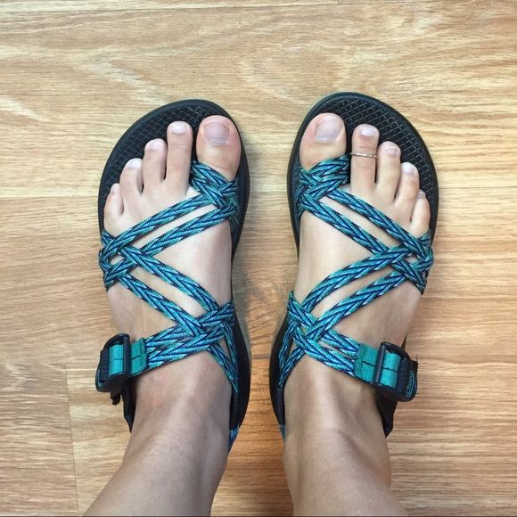 Size 7 Chacos w/ toe strap. Excellent