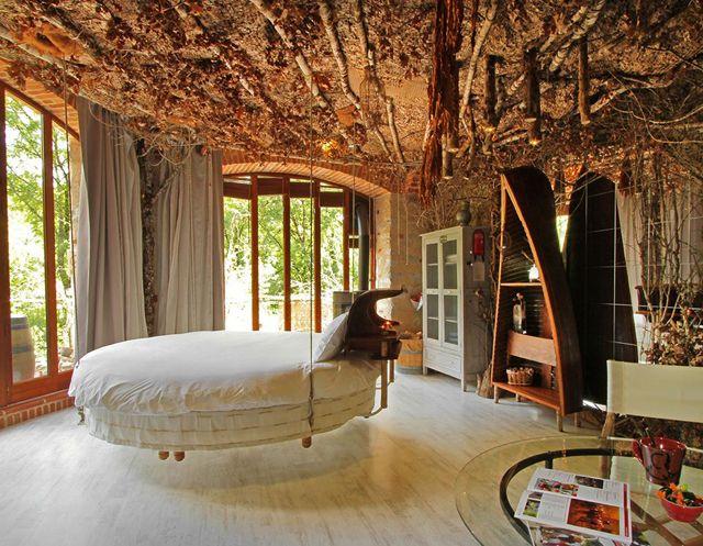 lit rond au c ur d une chambre au design original ameublement lit rond et chambres. Black Bedroom Furniture Sets. Home Design Ideas