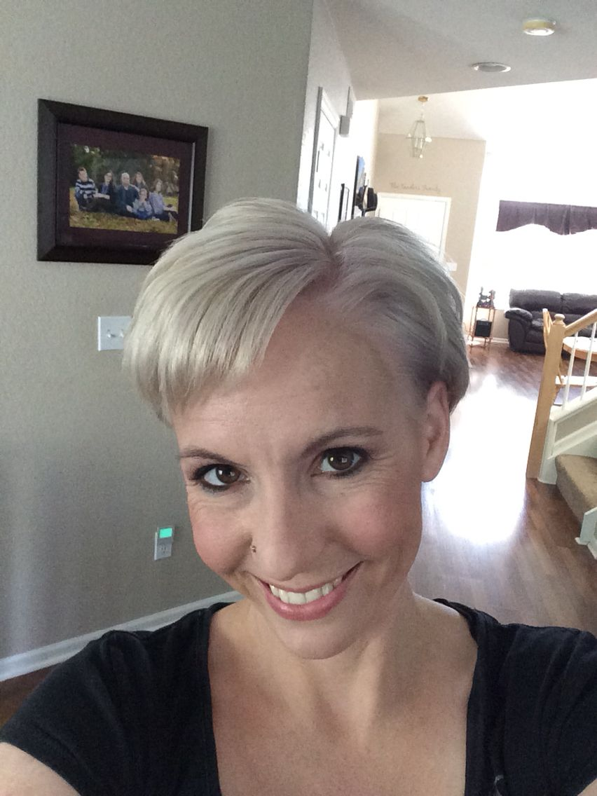 Finally got my hair the silvergray color i was wanting love it